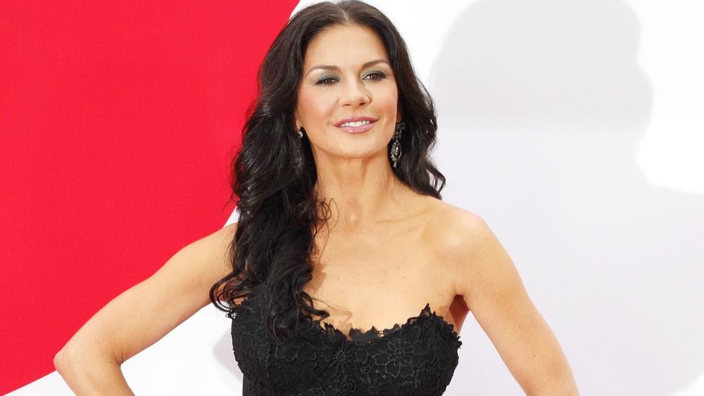 Catherine Zeta-Jones poserer på den røde løperen
