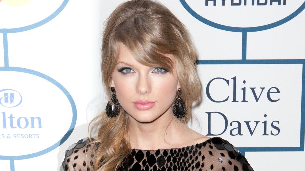 Taylor Swift poserer