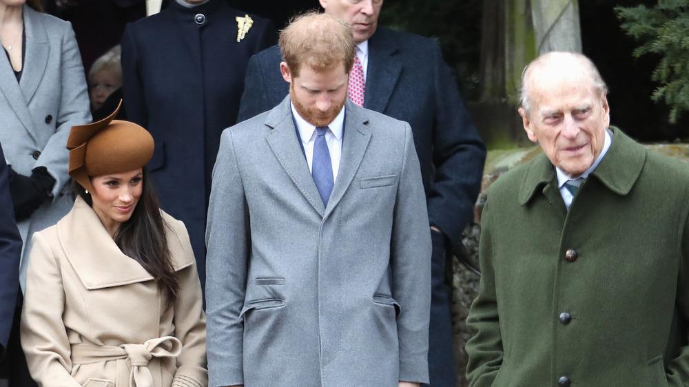 Meghan Markle, prins Harry og prins Philip utenfor
