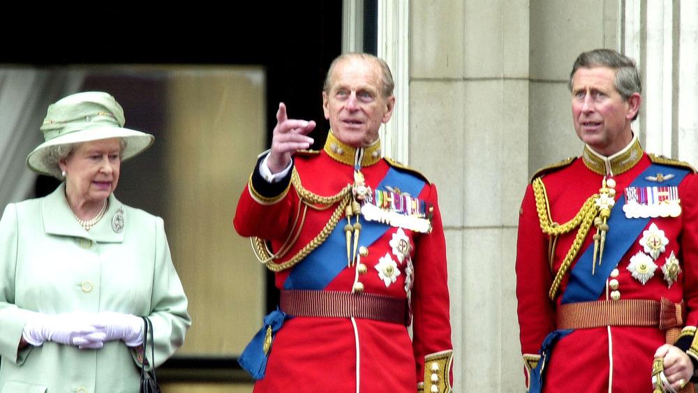 Dronning Elizabeth II, prins Philip og prins Charles sammen