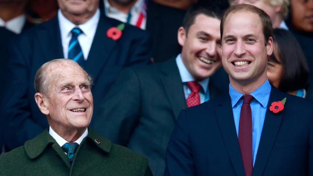 Prins William og prins Philip smiler