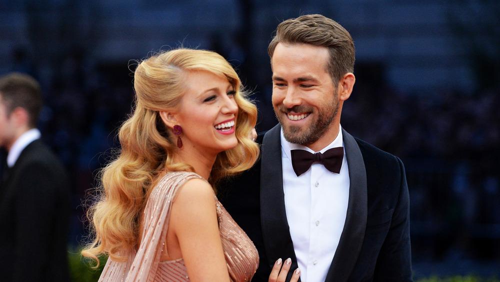 Blake Lively og Ryan Reynolds ler av Met Gala i 2014
