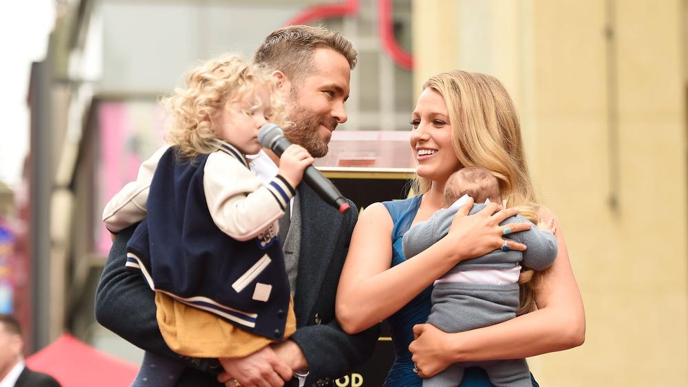 Ryan Reynolds og Blake Lively holder døtrene sine