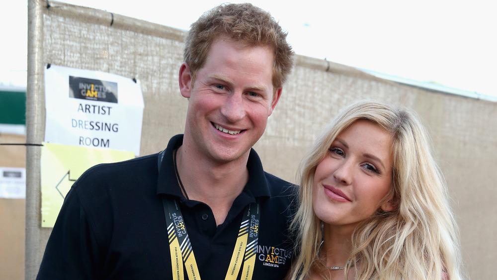 Prins Harry med Ellie Goulding som poserer