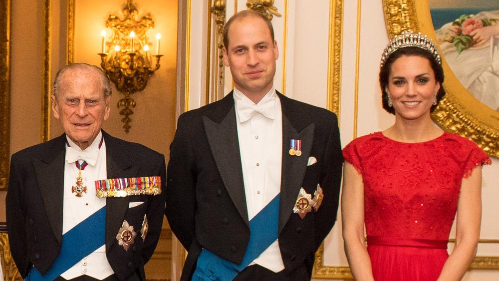 Prins Philip, prins William og Kate Middleton poserer