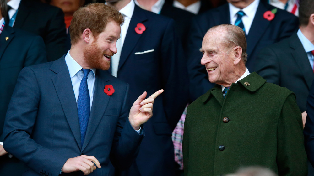 Prins Harry, prins Philip, snakker