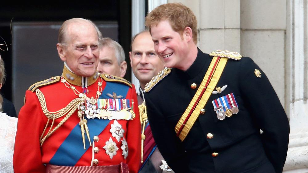 Prins Philip og prins har og ler sammen