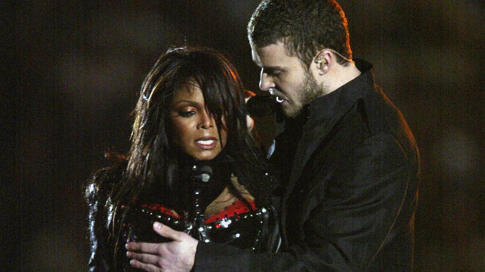 Janet Jackson og Justin Timberlake opptrer på Super Bowl