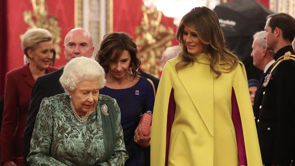 Melania Trump snakker med dronningen