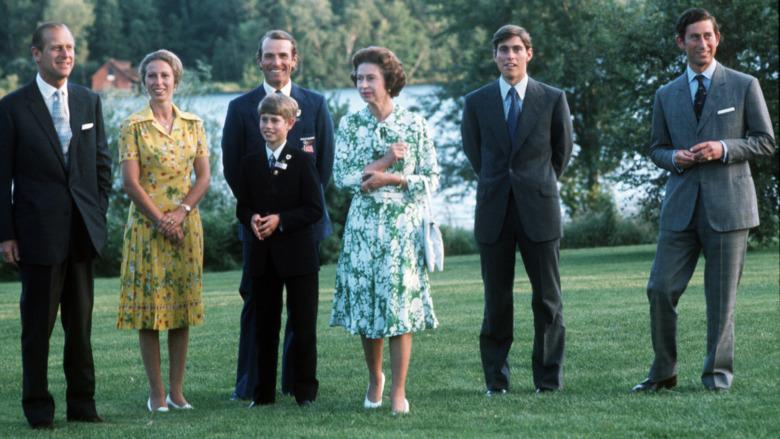 Prins Philip, prinsesse Anne, prins Edward, dronning Elizabeth, prins Andrew og prins Charles i 1976
