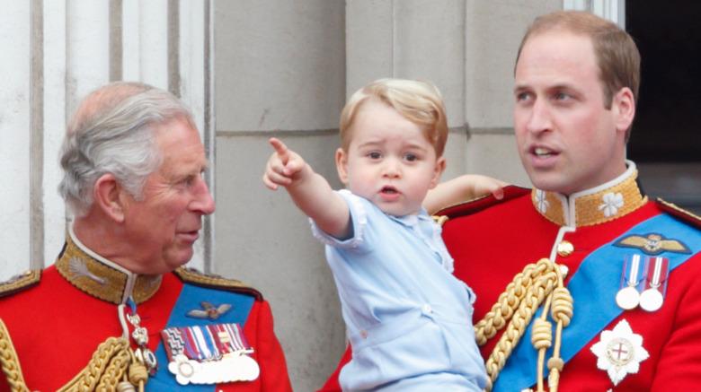 Prins Charles, prins George og prins William ved fargenes trooping