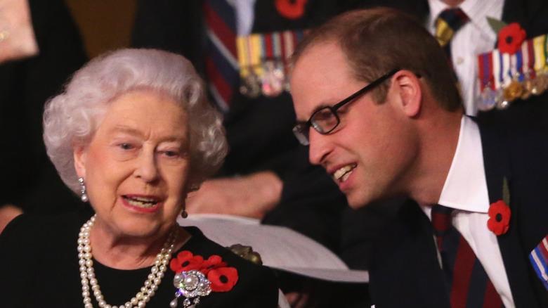 Dronning Elizabeth og prins William på kongelig begivenhet