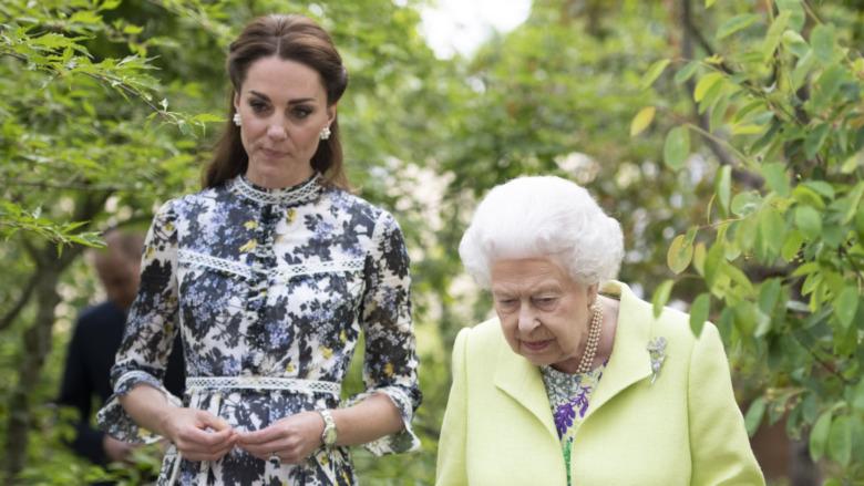 Kate Middleton og dronning Elizabeth går sammen
