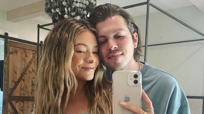 Taylor Dye og Josh Kerr tar en selfie