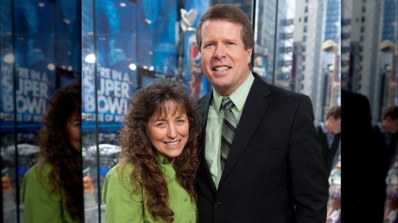 Michelle og Jim Bob Duggar smiler sammen