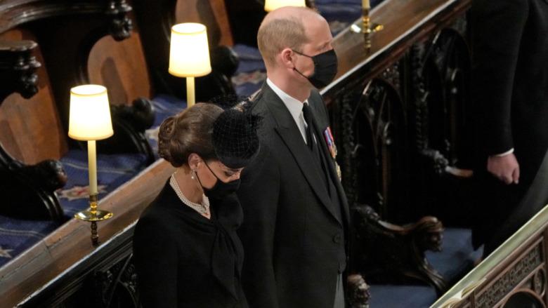 Kate Middleton svart fascinator