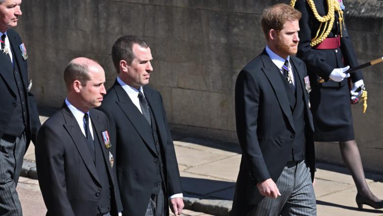 Prins William og prins Harry i prins Philips begravelsesprosess