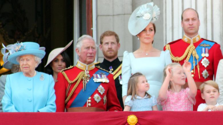 Den kongelige familien på Buckingham Palace-balkongen