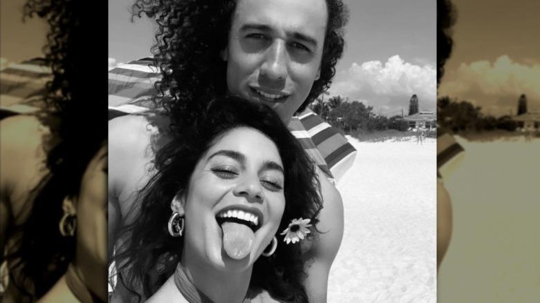 Vanessa Hudgens og Cole Tucker beach selfie