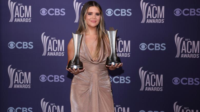 Maren Morris holder American Country Music Awards på den røde løperen