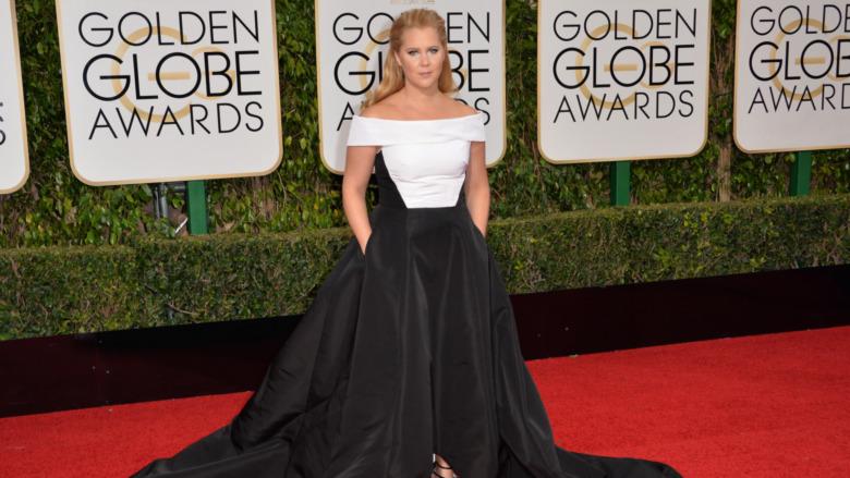 Amy Schumer poserer på Golden Globes røde løperen