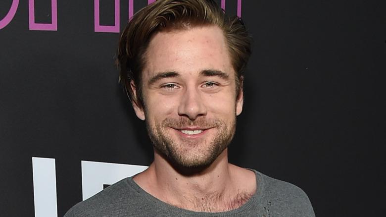 Luke Benward smilende
