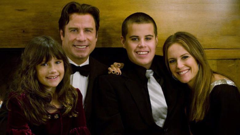 John Travolta smiler med datteren Ella, sønnen Jett og kona Kelly Preston