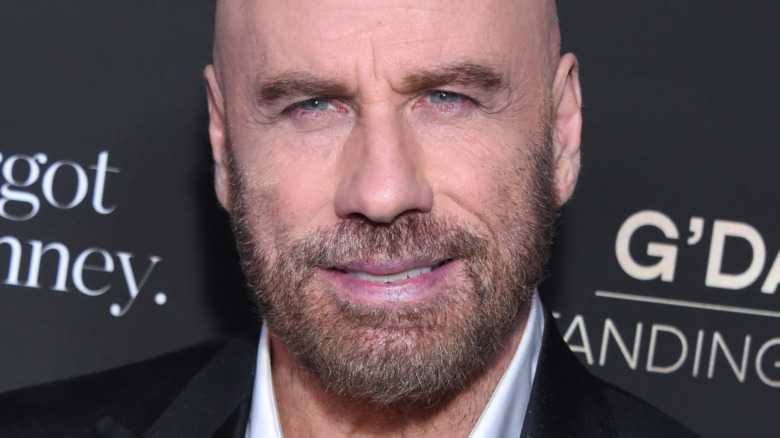 John Travolta poserer