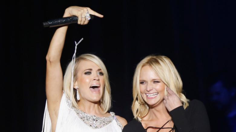 Carrie Underwood og Miranda Lambert på scenen