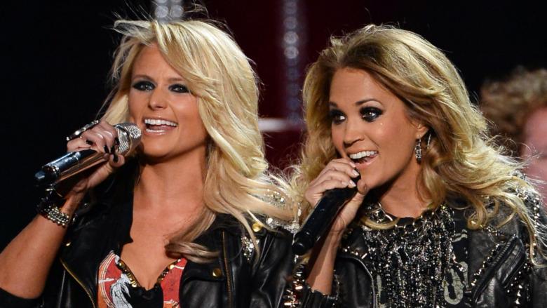 Miranda Lambert og Carrie Underwood opptrer sammen