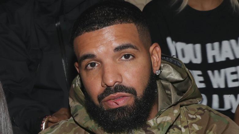 Drake stirrer foran på Fashion Week