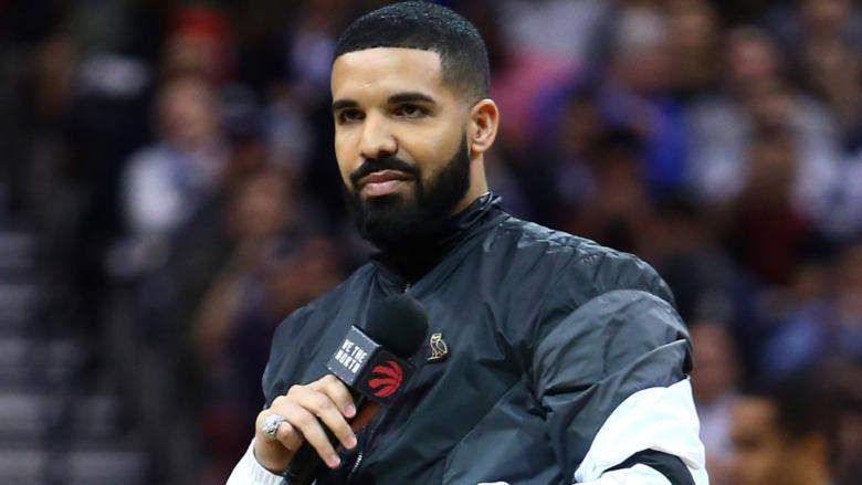 Drake på et sportsarrangement