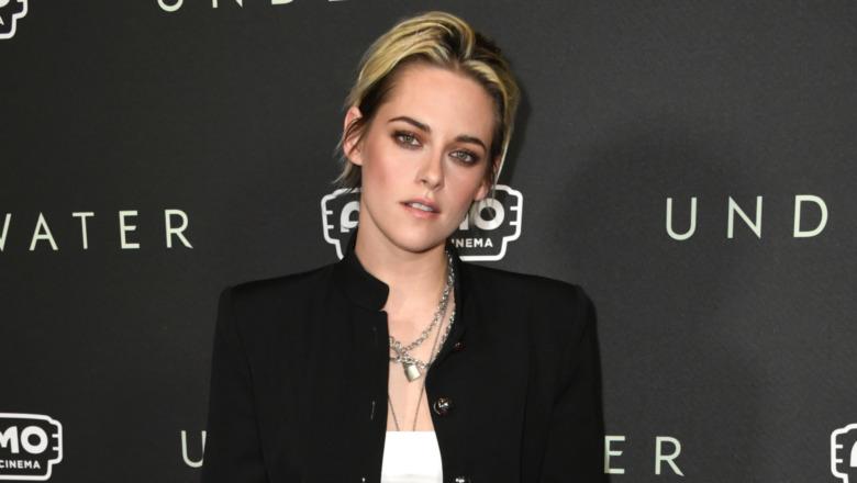 Kristen Stewart poserer i svart jakke