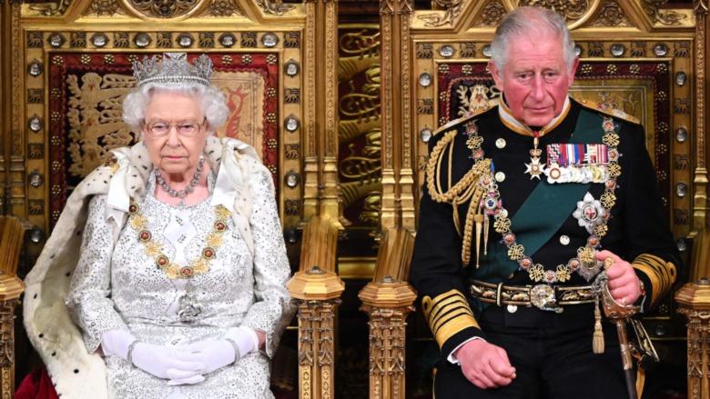 Prins Charles og dronning Elizabeth satt under statsåpningen av parlamentet i 2019