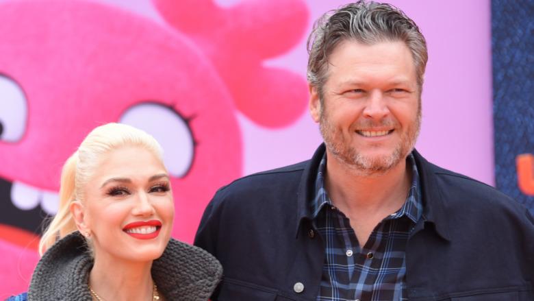 Gwen Stefani og Blake Shelton smiler i 2019