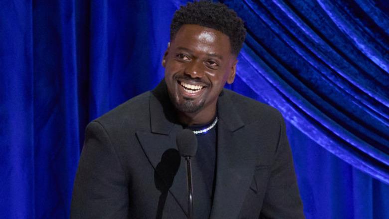 Daniel Kaluuya Oscar-tale smilende