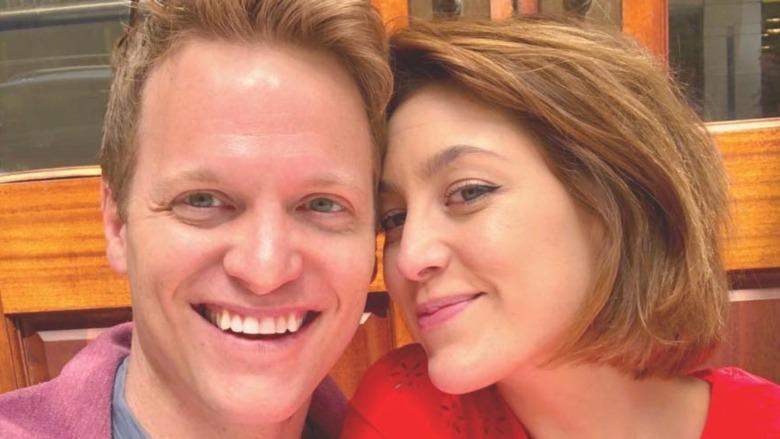 Caitlin McGee og Patrick Woodall smiler