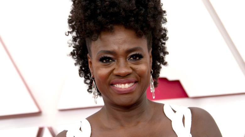 Viola Davis deltar på den 93. årlige Oscar-utdelingen