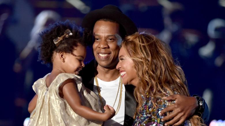 Jay Z, Blue Ivy og Beyonce klemmer