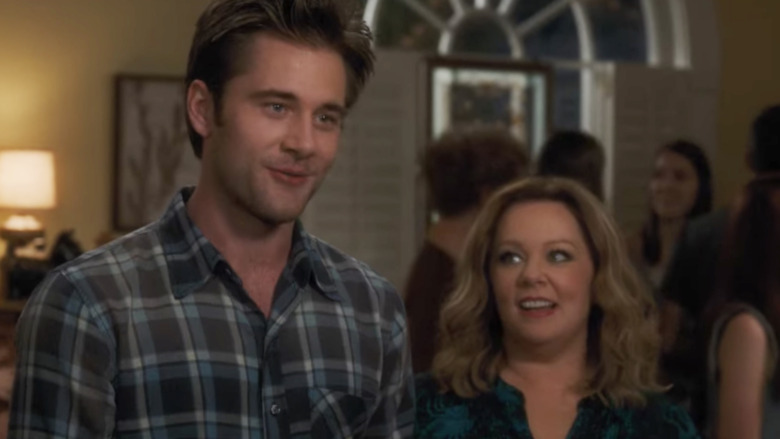 Luke Benward og Melissa McCarthy i 'Life of the Party'