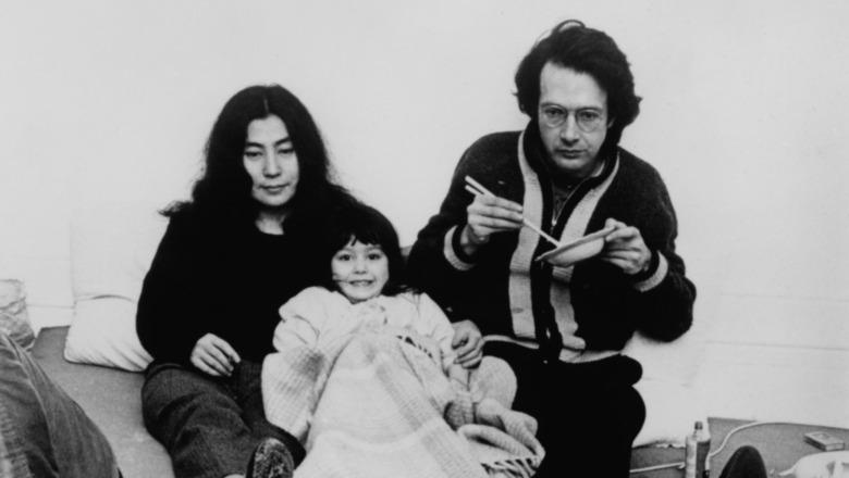 Yoko Ono og Anthony Cox med datteren Kyoko ca 1965.
