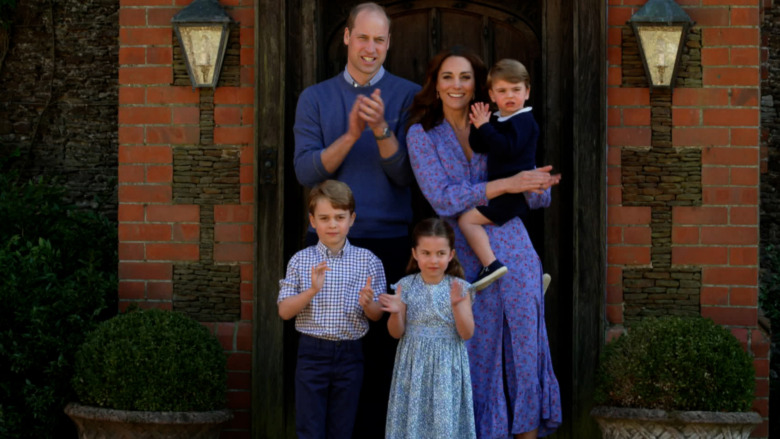Prins William og Kate Middleton poserer med barna sine