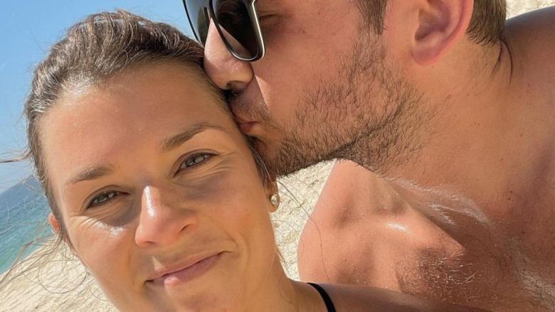 Danica Patrick og Carter Comstock på stranden