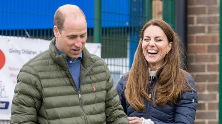 Prins William og Kate Middleton smiler