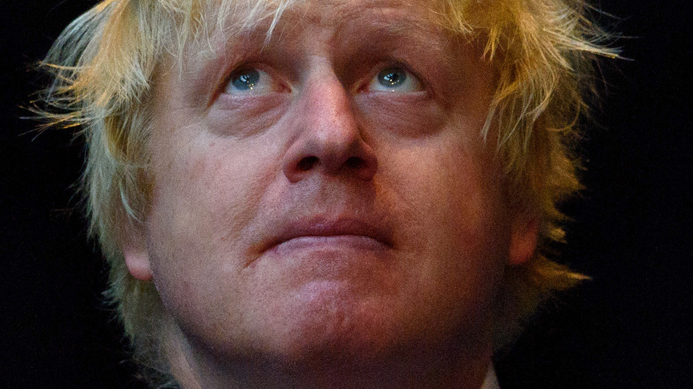 Boris Johnson i maske