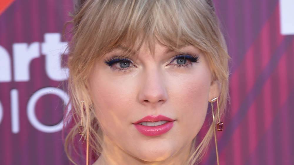 Taylor Swift med rotete smell