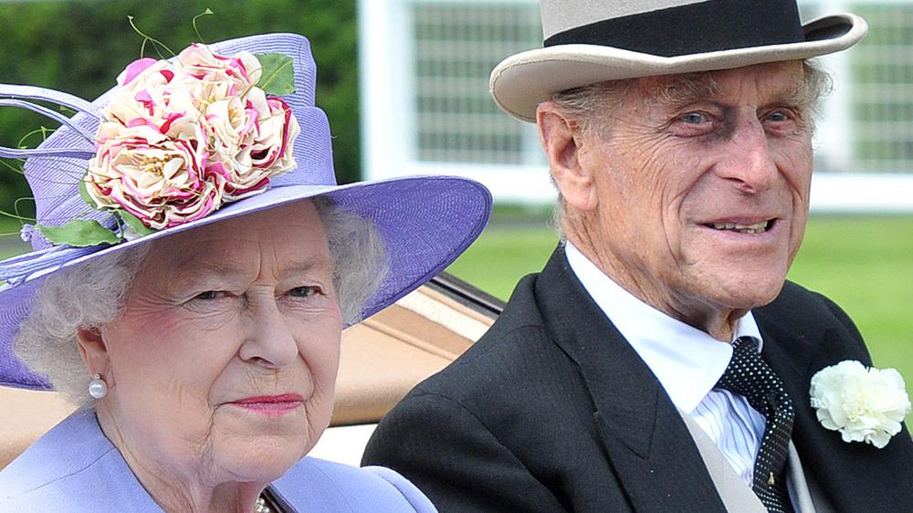 Dronning Elizabeth og prins Philip smiler