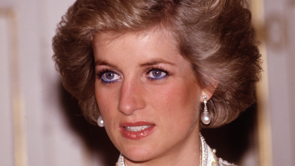 Prinsesse Diana reagerer på et offentlig engasjement på 1990-tallet