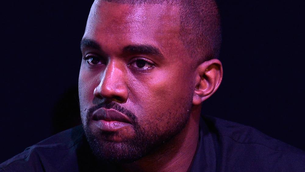 Kanye West stirrer ut i det fjerne