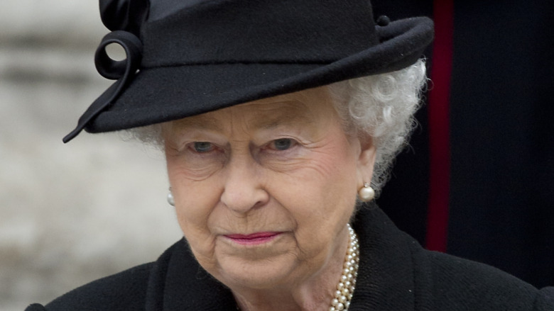 Dronning Elizabeth II iført svart